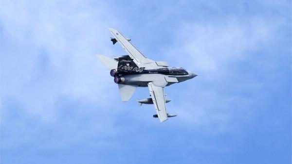 Самолет истребитель-бомбардировщик Tornado GR4 обои
