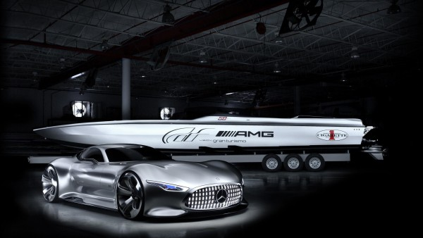 Автомобиль Мерседес Бенс и скоростной катер AMG Cigarette Racing