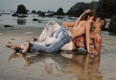 Романтика парень и девушка на пляже обои любовь