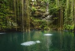 Небольшое озеро в пещере