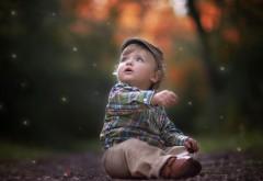 красивый маленький мальчик