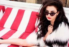 Charli XCX, певица, девушка, очки, знаменитость, шуба