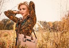 Хлоя Мориц, Chloe Moretz, сумочка, поле, блондинка, платье, фон