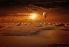 Воздушный шар в пустыне восход HD обои