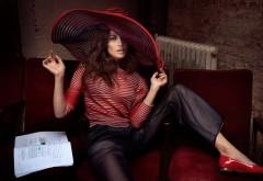 Красивая девушка в шляпе украинского происхождения Ольга Куриленко