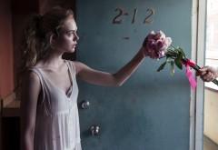Неоновый демон, Эль Фэннинг, Elle Fanning, Джесс, фильм, цветы обои