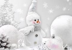Улыбающийся снеговичок в белом