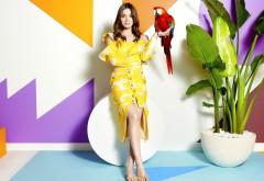 Хейли Стейнфилд красивая девушка с попугаем обои hd