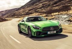 Mercedes-AMG GT R спорткар между холмами обои hd