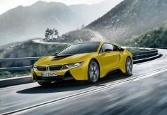 2017 BMW i8 Frozen Yellow Edition на горной дороге обои HD