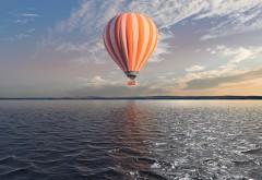 Воздушный шар над озером обои HD