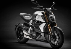 2019 Ducati Diavel 1260 S 4K обои скачать