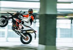 2019 KTM 690 SMC R Supermoto обои