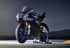 2018 Yamaha YZF-R1M обои