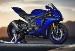 2018 Yamaha YZF R1 4K обои