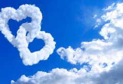 Сердца из облаков в небе