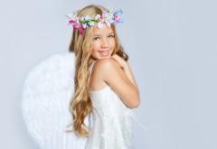 Обои маленького ангела с крыльями