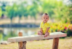 Прикольный малыш с крутой прической обои HD