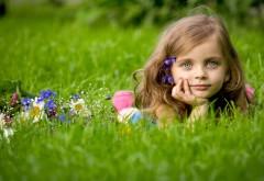 Светлые глаза, девочка, ребенок, трава, настроение