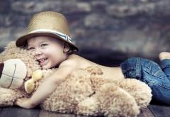 Маленький Том Сойер с медвежонком обои