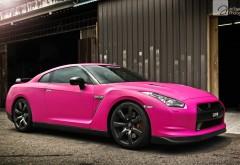 Обои автомобиля Нисан gtr розового цвета