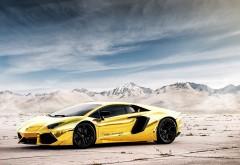 Желтое эксклюзивное Ламборгини в пустыне