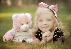 Плюшевый медвежонок, девочка, игрушка, настроение