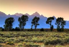 Голубые горы на фоне степи 1920x1200