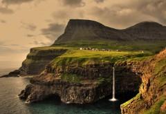 Скалы Исландии на побережье моря широкоформатные обои