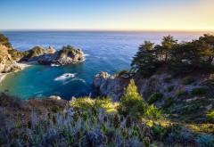 Скалистое побережье моря качественные обои