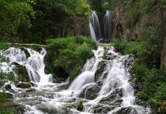 Широкоформатные обои горной реки