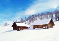 Домик в заснежанных горах