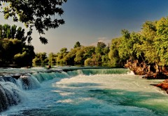 Водопад в долине обои природы лето