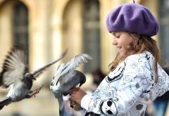 1920x1200, ребенок, девочка, голуби, радость, улыбка
