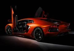 Фото оранжевого Ламборгини с открытыми дверями