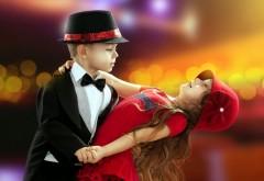 Маленький мальчик и девочка танцуют
