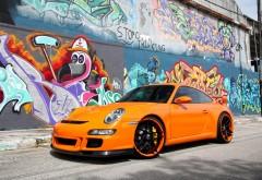 Оранжевый спортивный автомобиль Порше