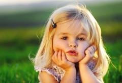 Маленькая девочка блондиночка милая