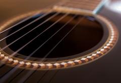 Струны на гитаре
