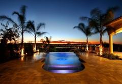 Стильное фото шикарного бассейна с фонтаном