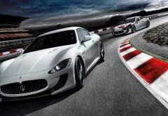 Две Maserati GranTurismo мчатся по трассе