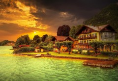 Домики у озера