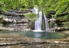1920x1080 Шикарный водопад из скал