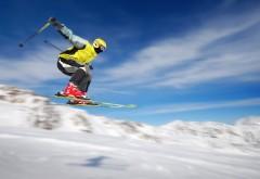 2560x1600 Фотография лыжного спортсмена в прыжке