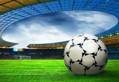 2560x1600, Футбольный мяч на футбольном стадионе