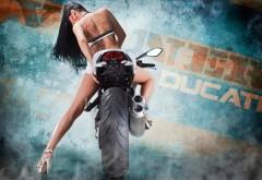 Девушка на мотоцикле обои на рабочий стол