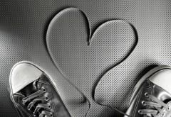 Черно белое сердце из шнурков картинки