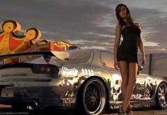 Стройная девушка и машина из игры