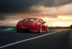 Красный Nissan 350Z на закате