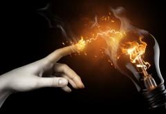 Фэнтези обои рука разряд электричества лампочка карти…